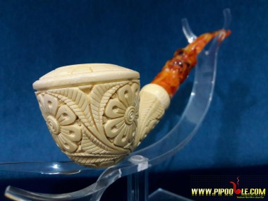 Carved Meerschaum Pipe with Fitted Case